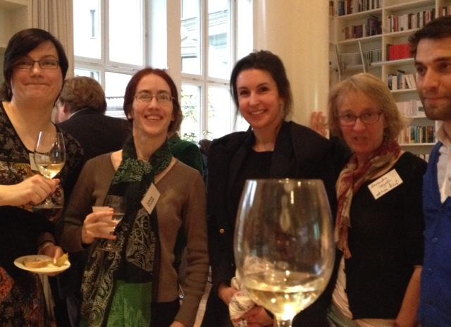 De vertalers Marjolijn Storm, Simone Schrott met redacteuren van editionfünf en Klett-Cotta