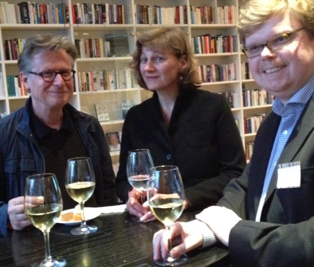 De journalist Eberhardt Falcke met Katrin Lange en de vertaler Stefan Wieczorek