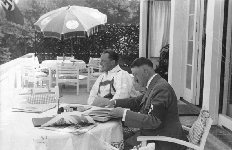Tzum Nieuws Adolf Hitler Stormt De Bestsellerlijst